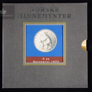 """1975 5 Kroner """"Kronemynten"""" M/Pappetui"""