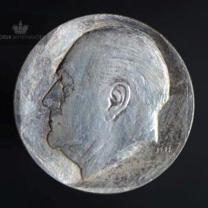 """1978 50 kroner Kong Olav V 75 år """"Spot"""""""